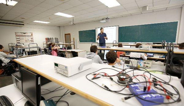 Prácticas de Física del Grado IGE de EDEM en la UPV